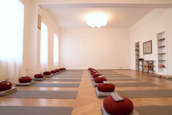 Trikāla - not just yoga: Yoga Raum