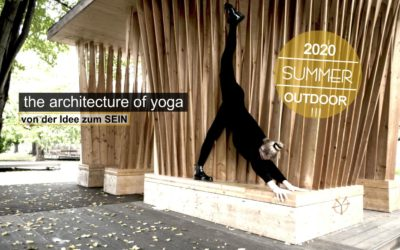 Summer outdoor classes: the architecture of yoga